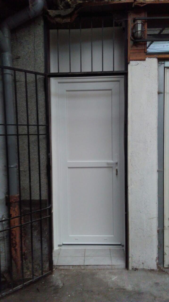 Porte de service pvc nancy 54000 allo fermeture for Porte de service pvc isolee