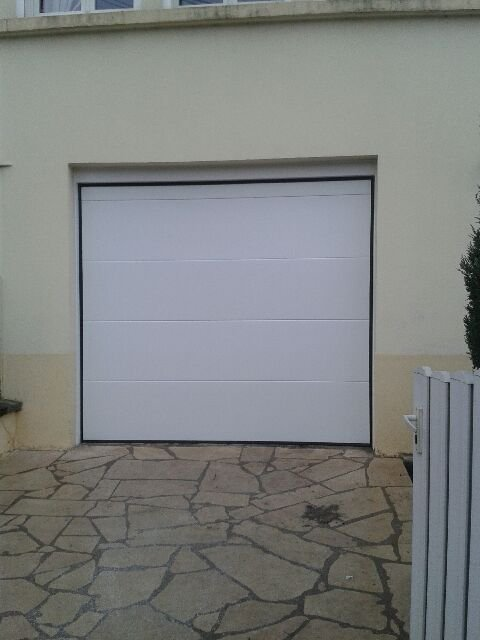 Porte de garage sectionnelle malz ville 54220 allo for Porte garage nancy